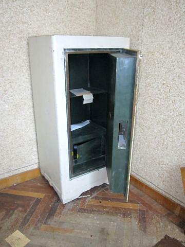 Как вскрыть старый сейф без ключа