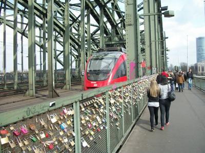 свадебные замки на мосту в Кёльне в Германии