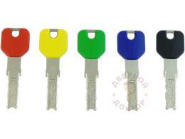 Ключи с пластиковой головкой разного цвета