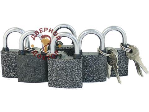 Маленькие навесные замки под один ключ
