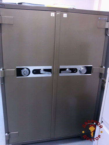 двухдверный сейф